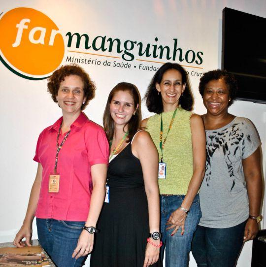 Janaína Carvalho (esquerda) e sua equipe - Laura Lamas, Ana Abritta e Luciana Camargo - trabalham para garantir que os medicamentos cheguem com segurança aos pacientes (Foto: Edson Silva)